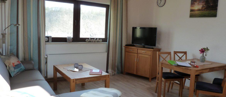 Frisch renoviertes Wohnzimmer des kl. Fuchsloch I lädt ein zum Entspannen mit Seeblick